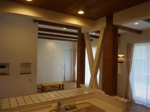 静岡 塗り壁 杉 オーダー 建具 名古屋モザイク タイル 漆喰 自然