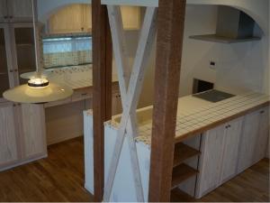 オーダー家具 塗り壁 デザイン チェッカーガラス 食器棚 モザイクタイル 名古屋モザイク