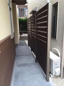 静岡 洗い出し 目隠し フェンス 化粧 オリジナル ヤマヨシホーム 吹抜け 設計 オクシズ 杉 桧 塗り壁 無垢 リフォーム