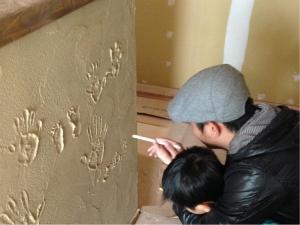 静岡 珪藻土 手形 体験 DIY 化粧 オリジナル ヤマヨシホーム 吹抜け 設計 オクシズ 杉 桧 塗り壁 無垢 リフォーム